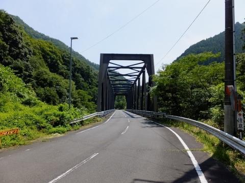 鶴川に架かる小和田大橋