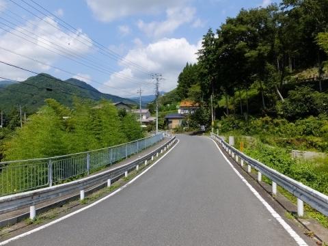 山風呂サイフォン前の道