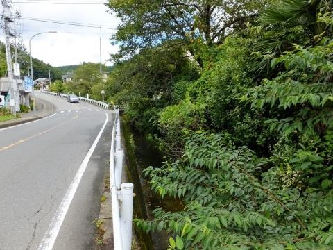 上野原用水・大堀水路橋下を流れる小河川
