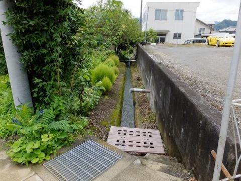 上野原用水・支川用水路に分水