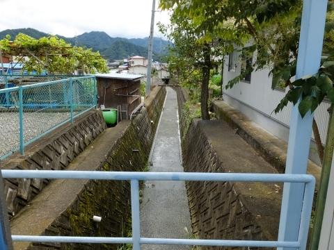 上野原用水と交差する小河川