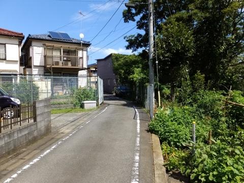 上野原用水・桂川左岸崖上の道