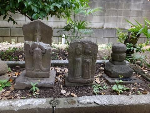 本社宮の石造物