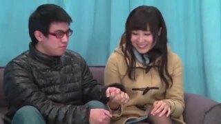 【エロ動画】スレンダーでHな美乳の素人の、アクメフェラ筆おろしプレイが、マジックミラー号にて…!!