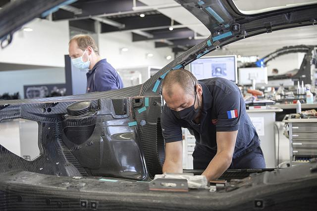 004_bugatti-restarts-production.jpg