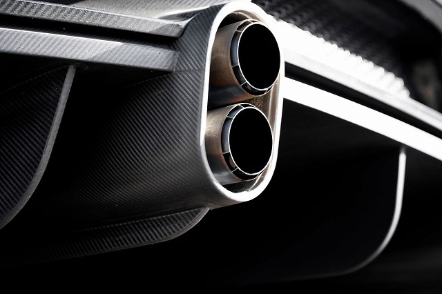 02_bu_chiron-ss-300-_exhaust-detail.jpg