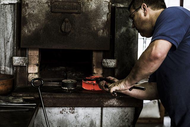 08_bugatti-macaron_manufacturing-process-2.jpg