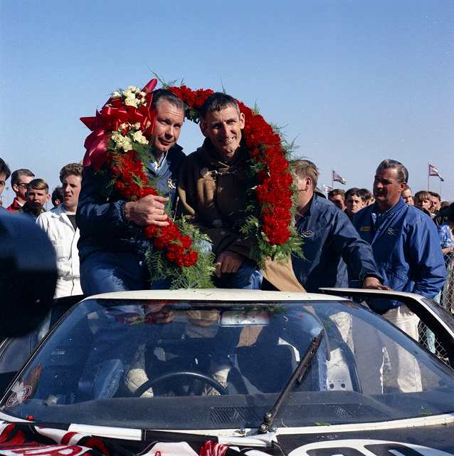 1966-Feb-Daytona-winners-Miles-Ruby-and-team-neg-CN4300-137.jpg