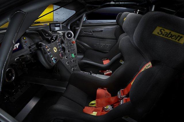 2014186-cgt_Ferrari_488GT_interno.jpg