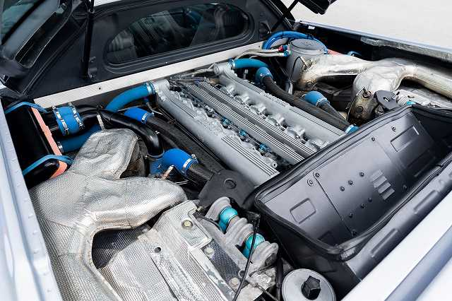 Bugatti-EB110-GT446464 (2)
