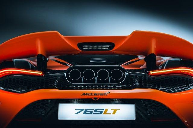 McLaren-765LT-and-McLaren-Automotive-CEO-Mike-Flewitt (4)