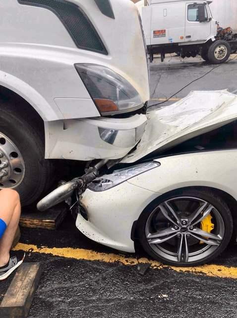 社長のフェラーリGTC4ルッソを破壊 (1)