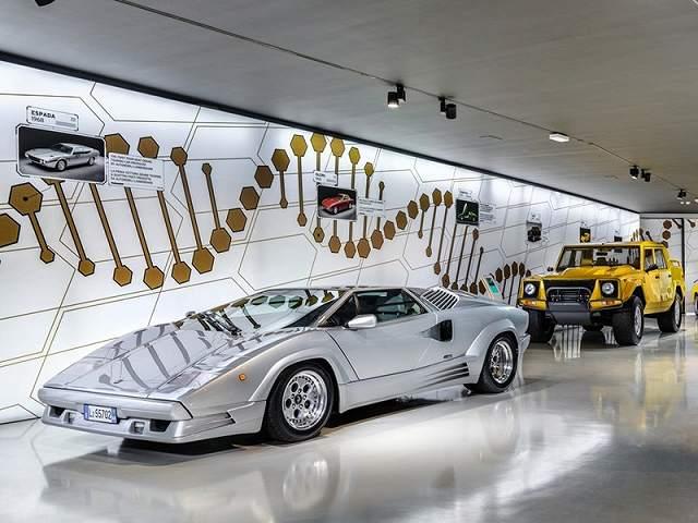 ランボルギーニ博物館シアン展示 (5)
