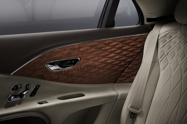 Flying Spur 3D Wood - 2