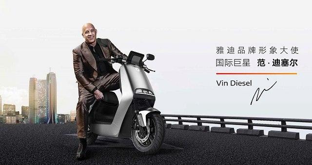 ヴィン・ディーゼル・EVスクーター (2)