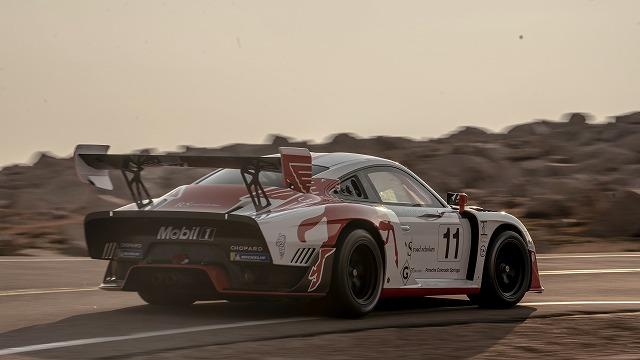 911 Porsche 911 GT2 RS Clubsport Clubsport (4)