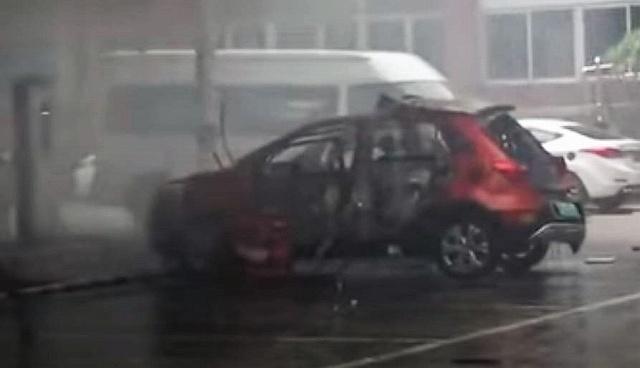 電気自動車爆発