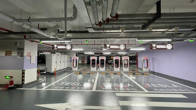 テスラ世界最大規模の充電ステーション (3)