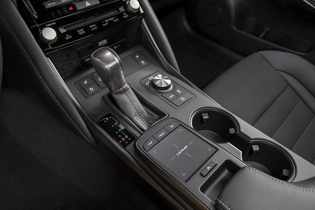 Lexus-IS-500-F-SportPerformance (2)