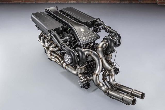ランボルギーニV12ツインターボエンジン1 2021-4-1