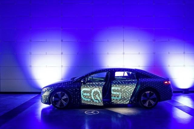 Mercedes-EQS-1 2021-4-31
