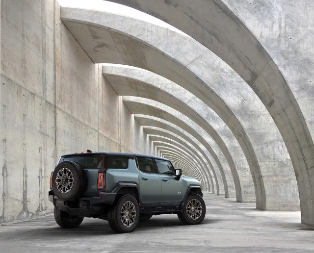 2024-GMC-HUMMER-EV-SUV-001 2021-4-4