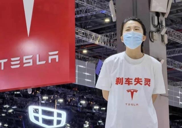 上海モーターショーで女が大暴れ1 2021-4-19