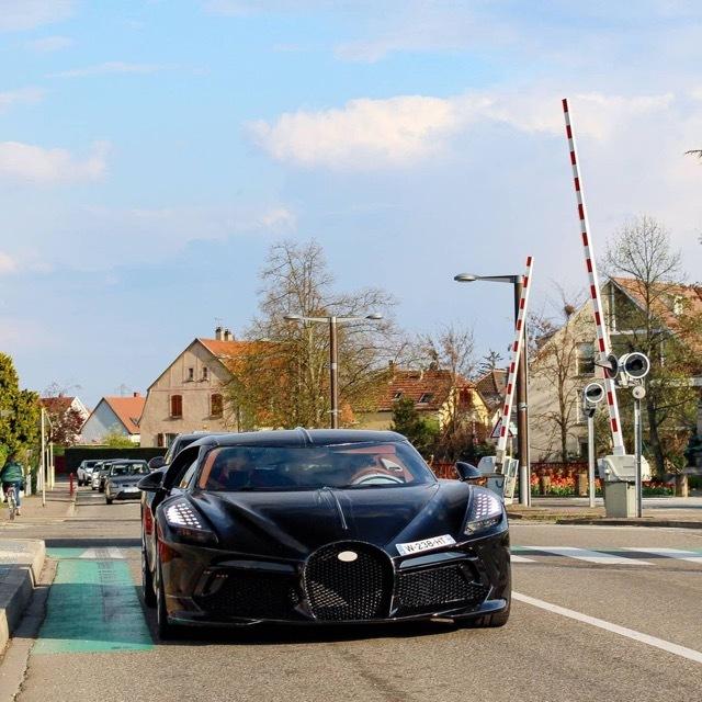 bugatti-la-voiture-noire1 2021-4-23