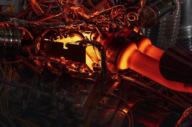 New_Aston_Martin_V6_Engine_10-jpg.jpg