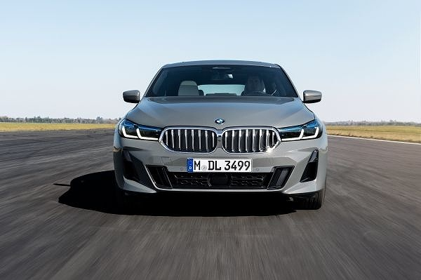 P90389858_lowRes_the-new-bmw-640i-xdr.jpg