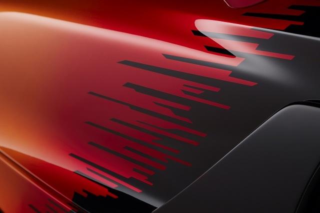 Small-12444-McLaren765LTStrata.jpg