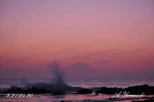 日没後に風が出て波が少し高くなってきました