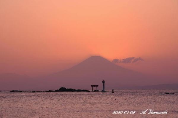 日没後には空も海も綺麗に焼けた