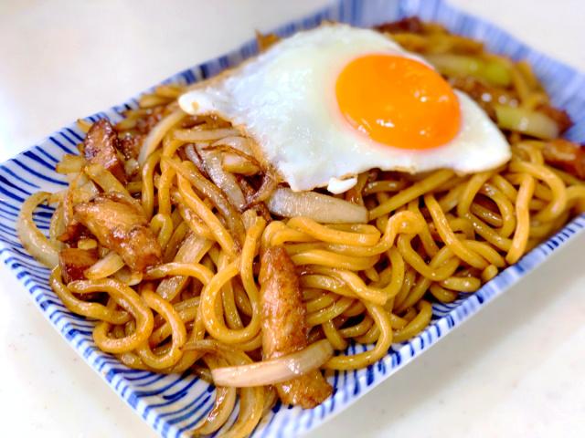 10 GTの麺と輝羅のチャーシューでやきそば (2)