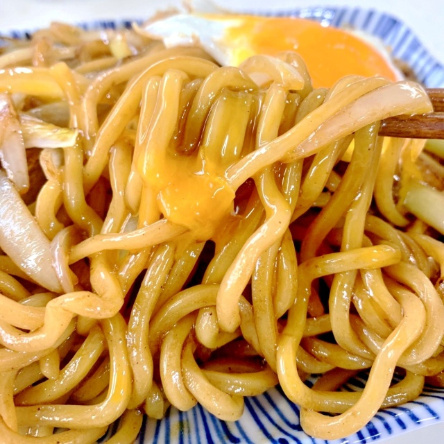 10 GTの麺と輝羅のチャーシューでやきそば (3)