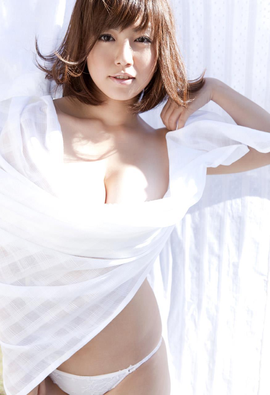 isoyama_sayaka156.jpg