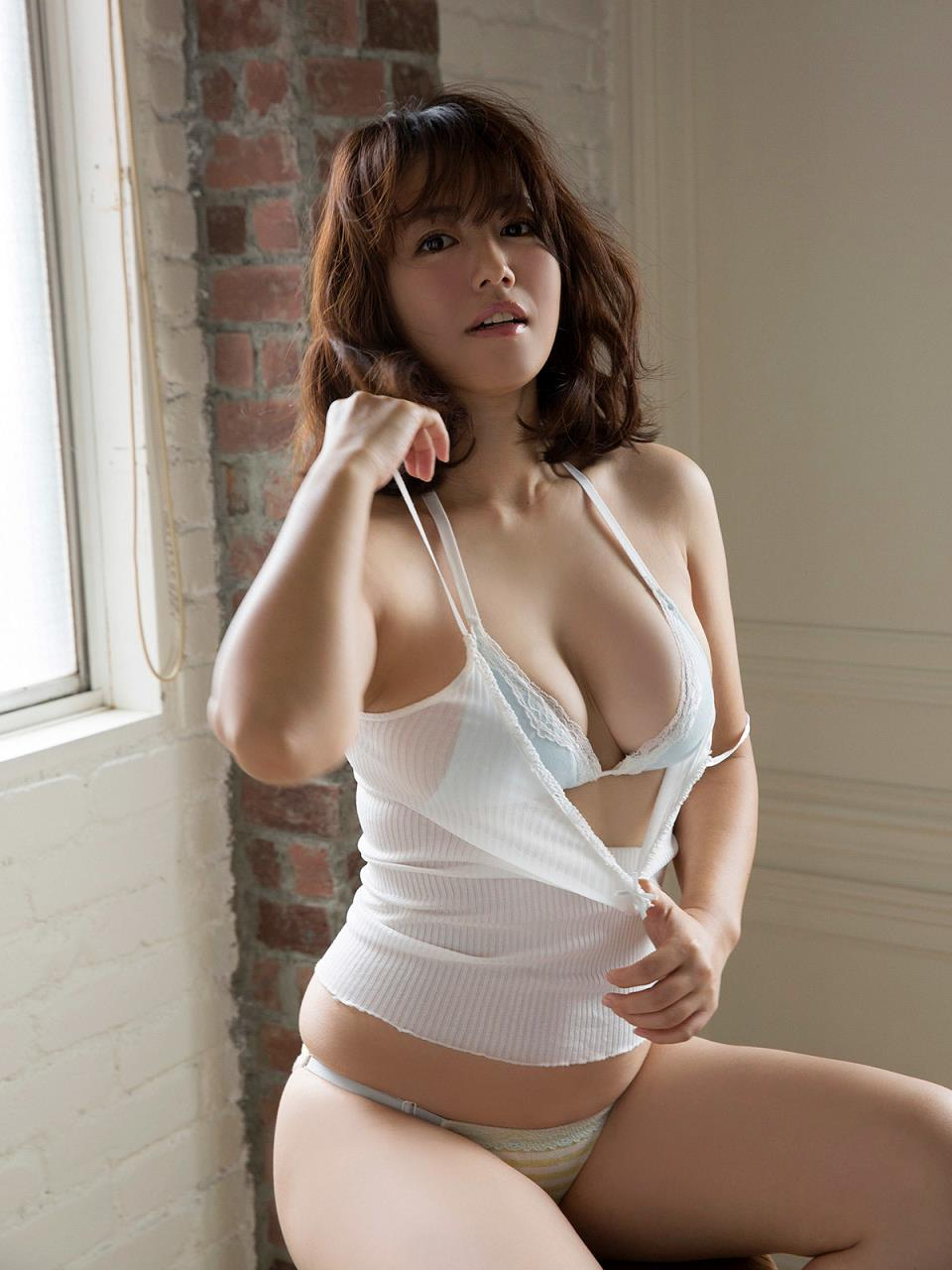 isoyama_sayaka158.jpg