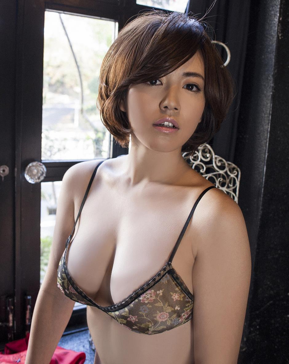 isoyama_sayaka190.jpg