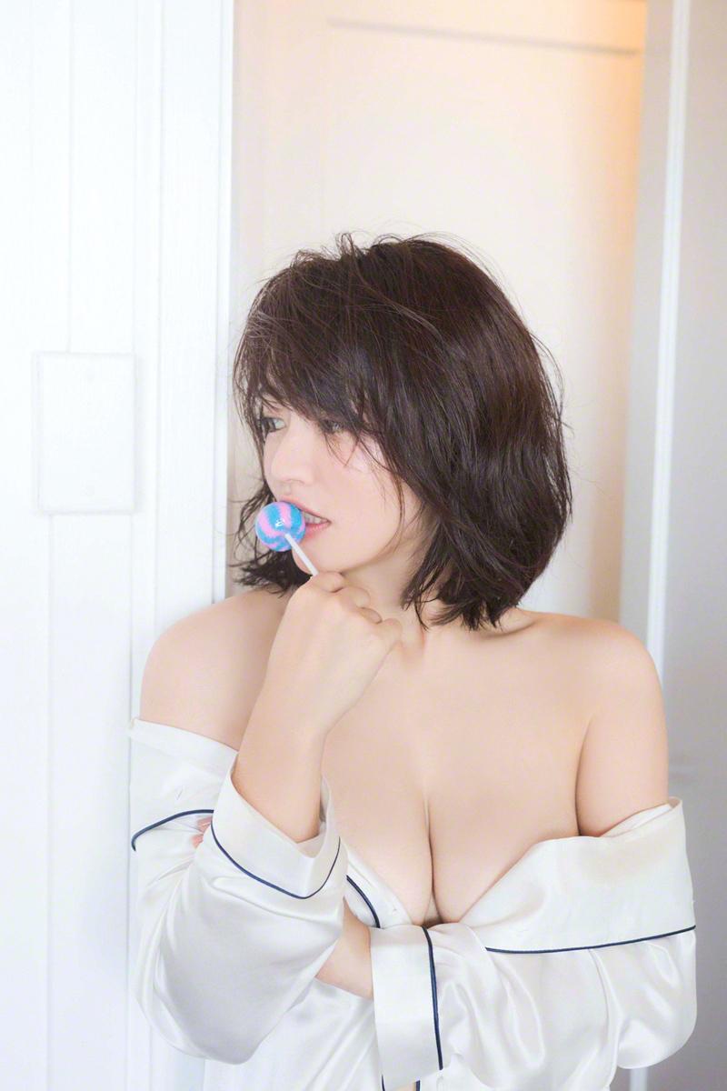 isoyama_sayaka196.jpg