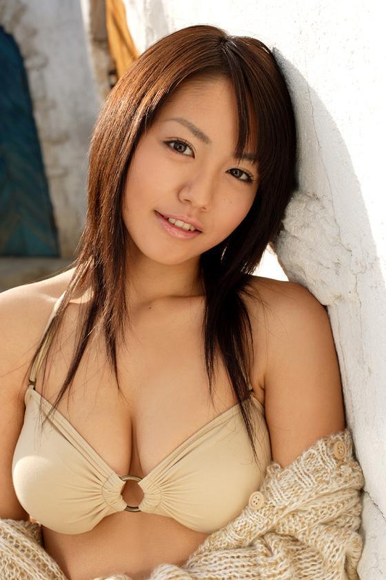 isoyama_sayaka200.jpg
