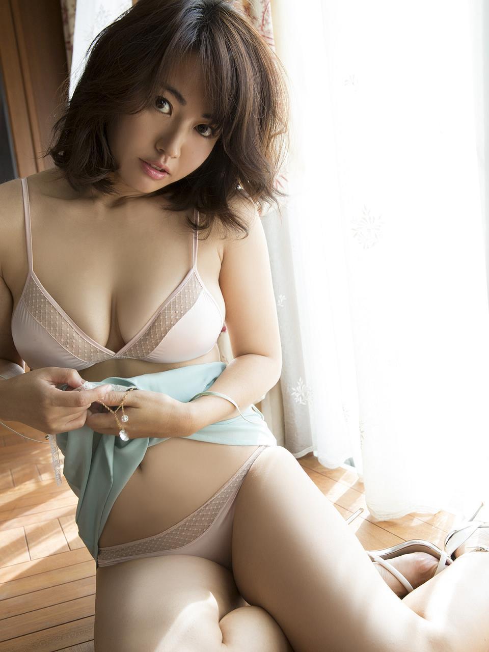 isoyama_sayaka234.jpg