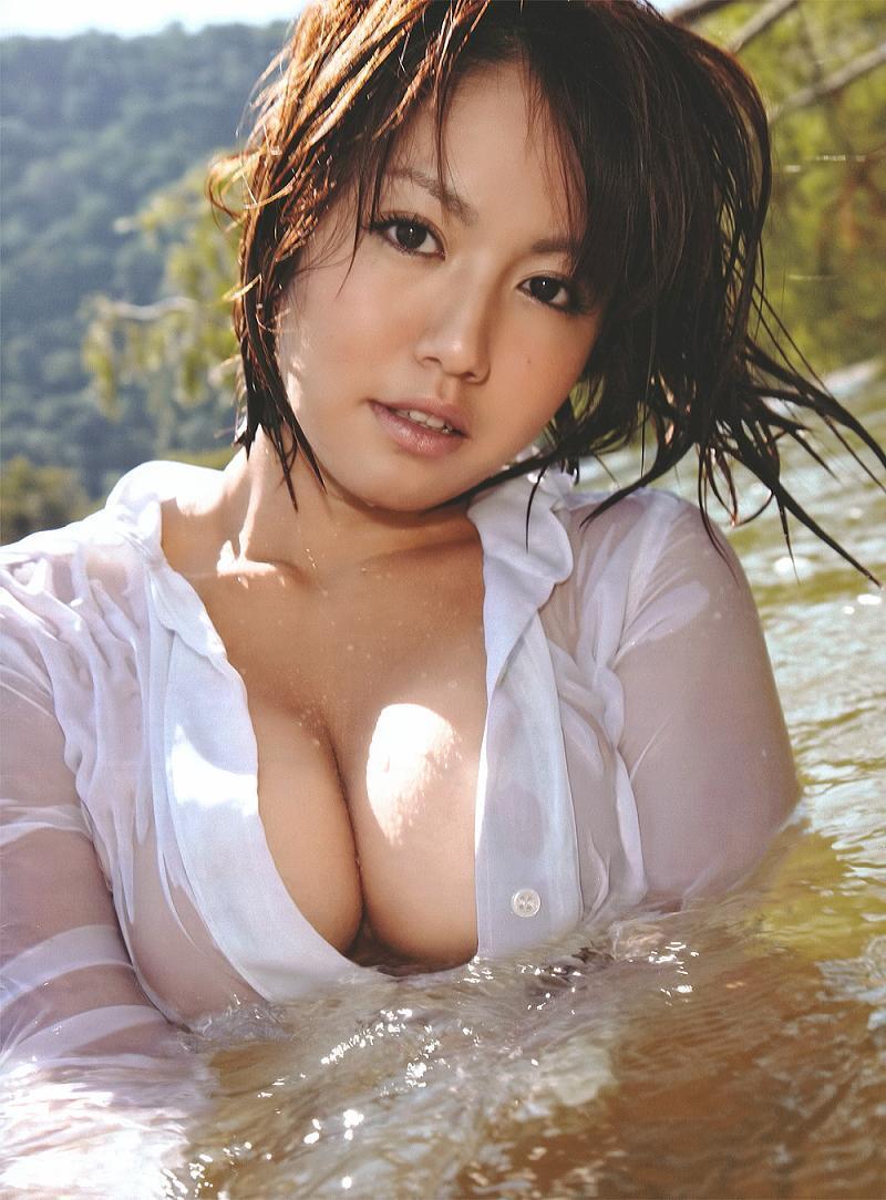 isoyama_sayaka246.jpg