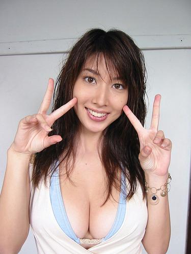 kobayashi_emi066.jpg