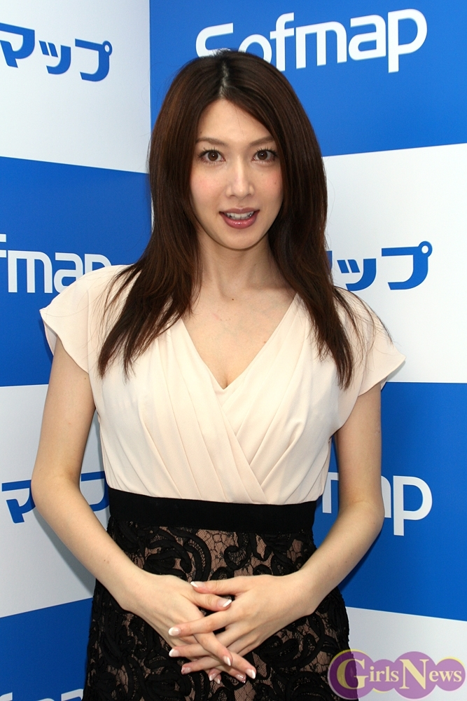 kobayashi_emi090.jpg