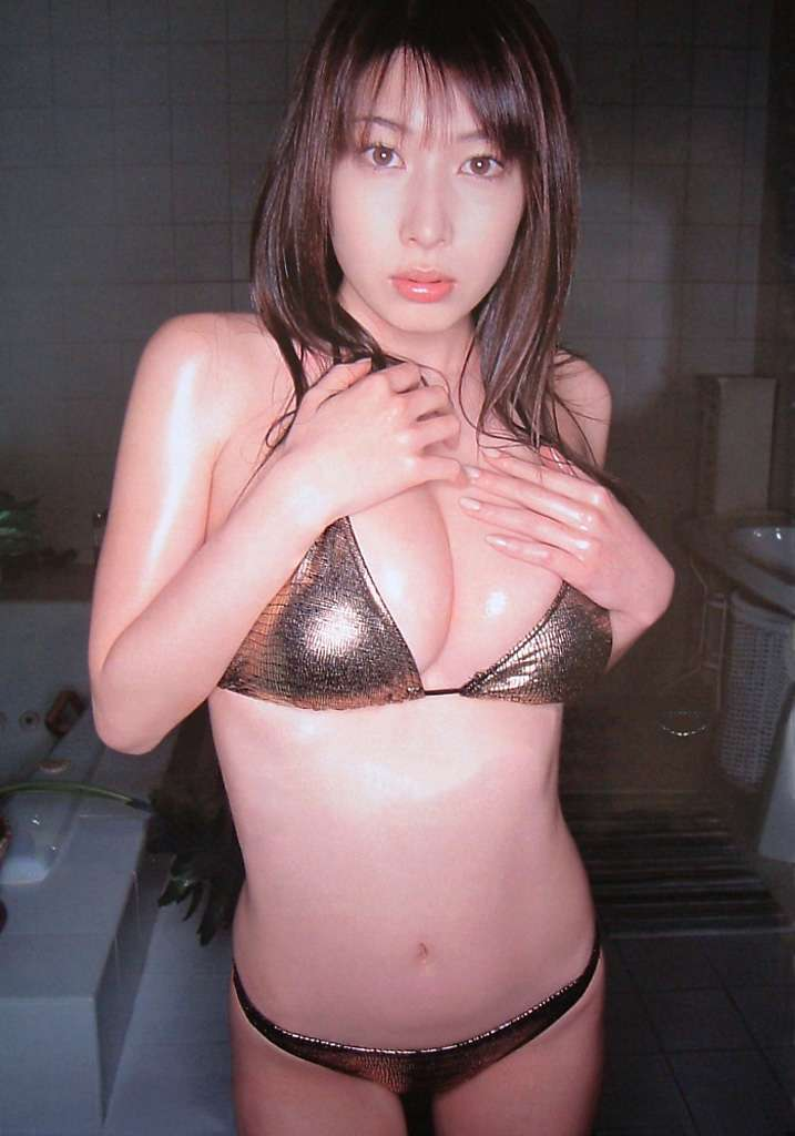 kobayashi_emi118.jpg