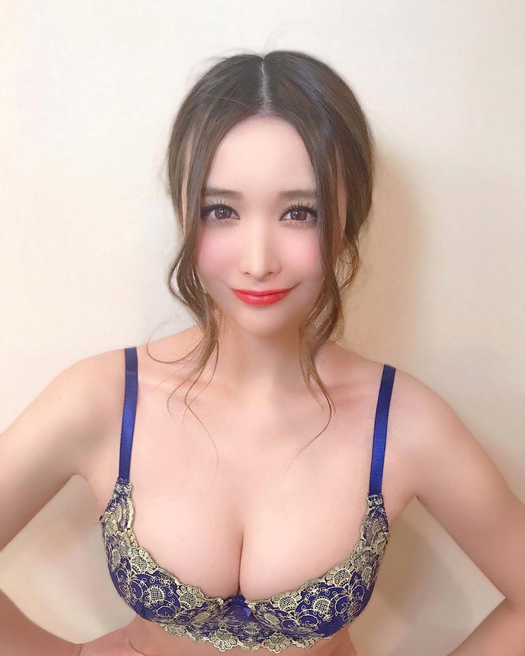 yoshimi_iyo176.jpg