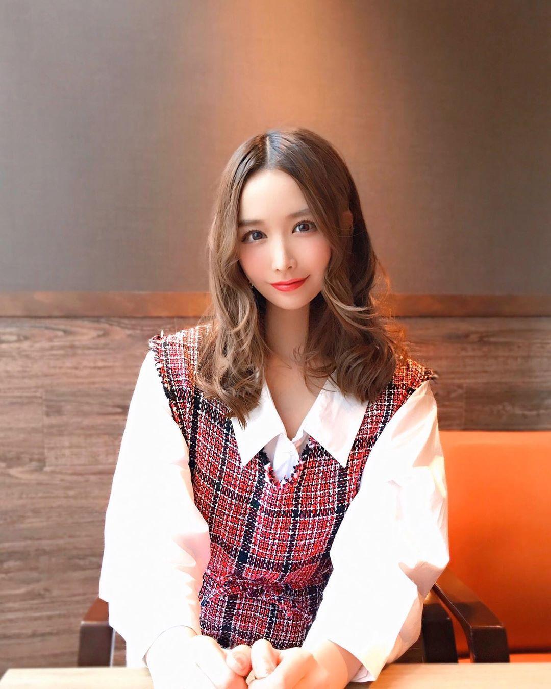 yoshimi_iyo178.jpg