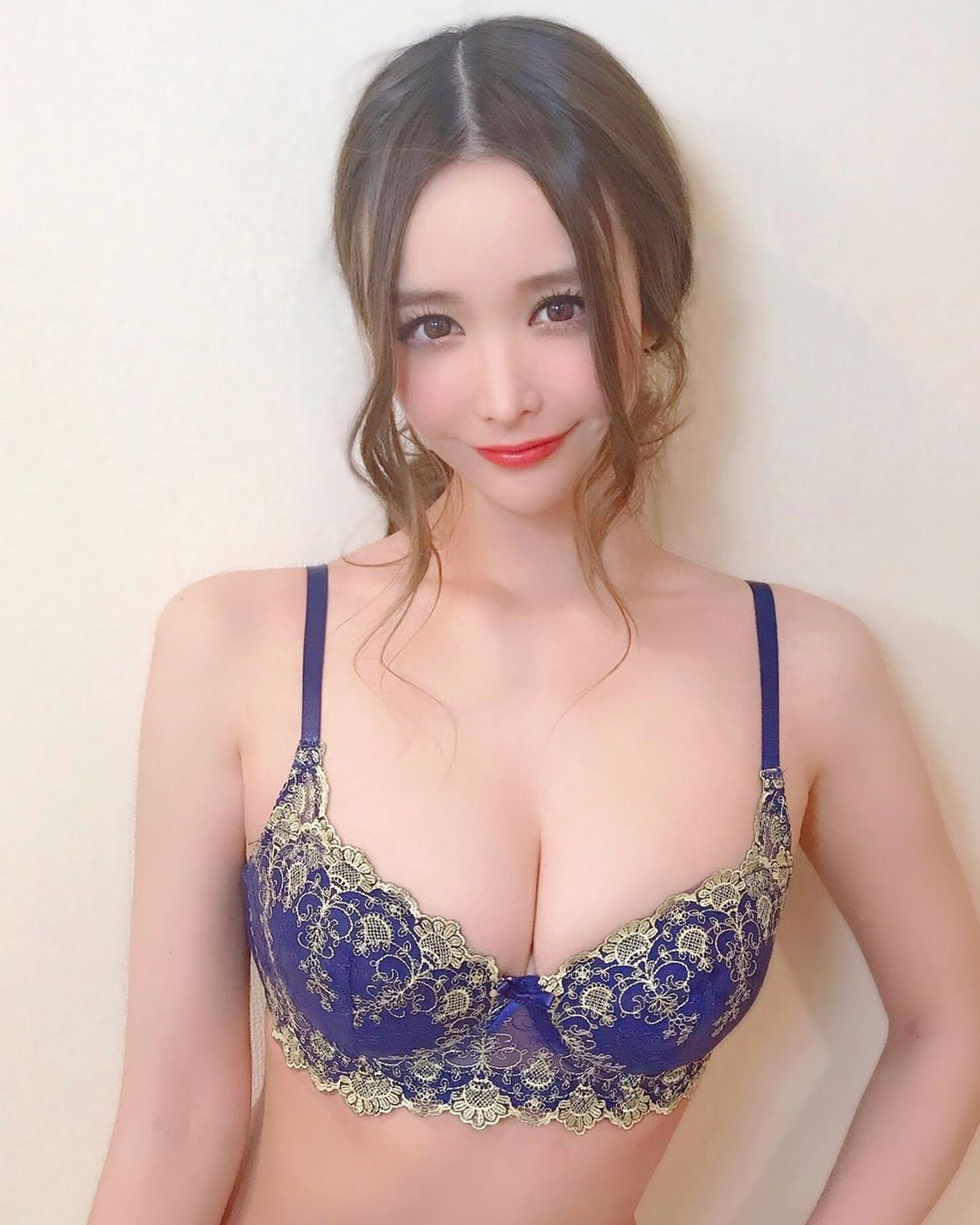 yoshimi_iyo198.jpg
