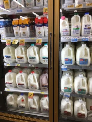 アメリカのスーパーミルク