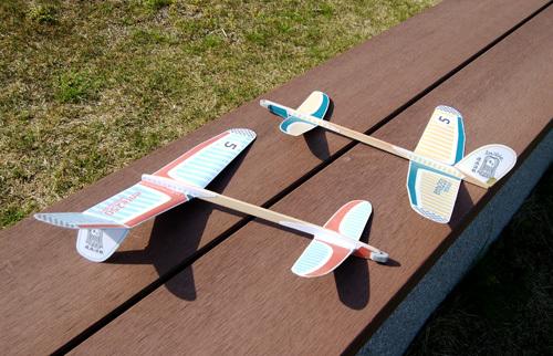 16日非対称先尾翼機2機